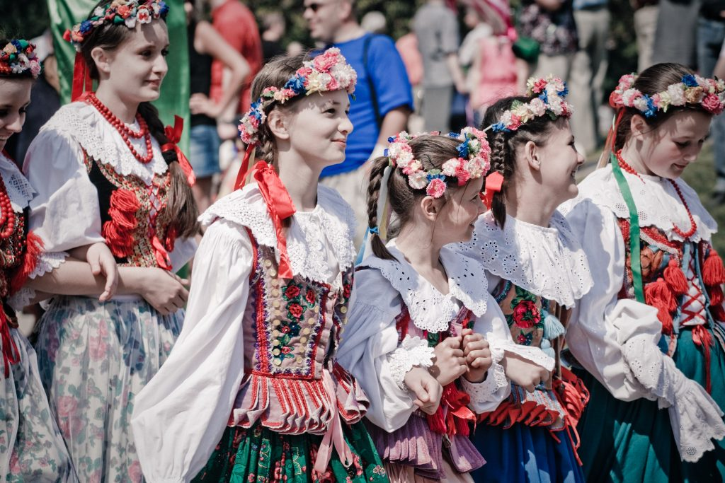 Girls Wearing Traditional Polish Outfits. Photo by włodi