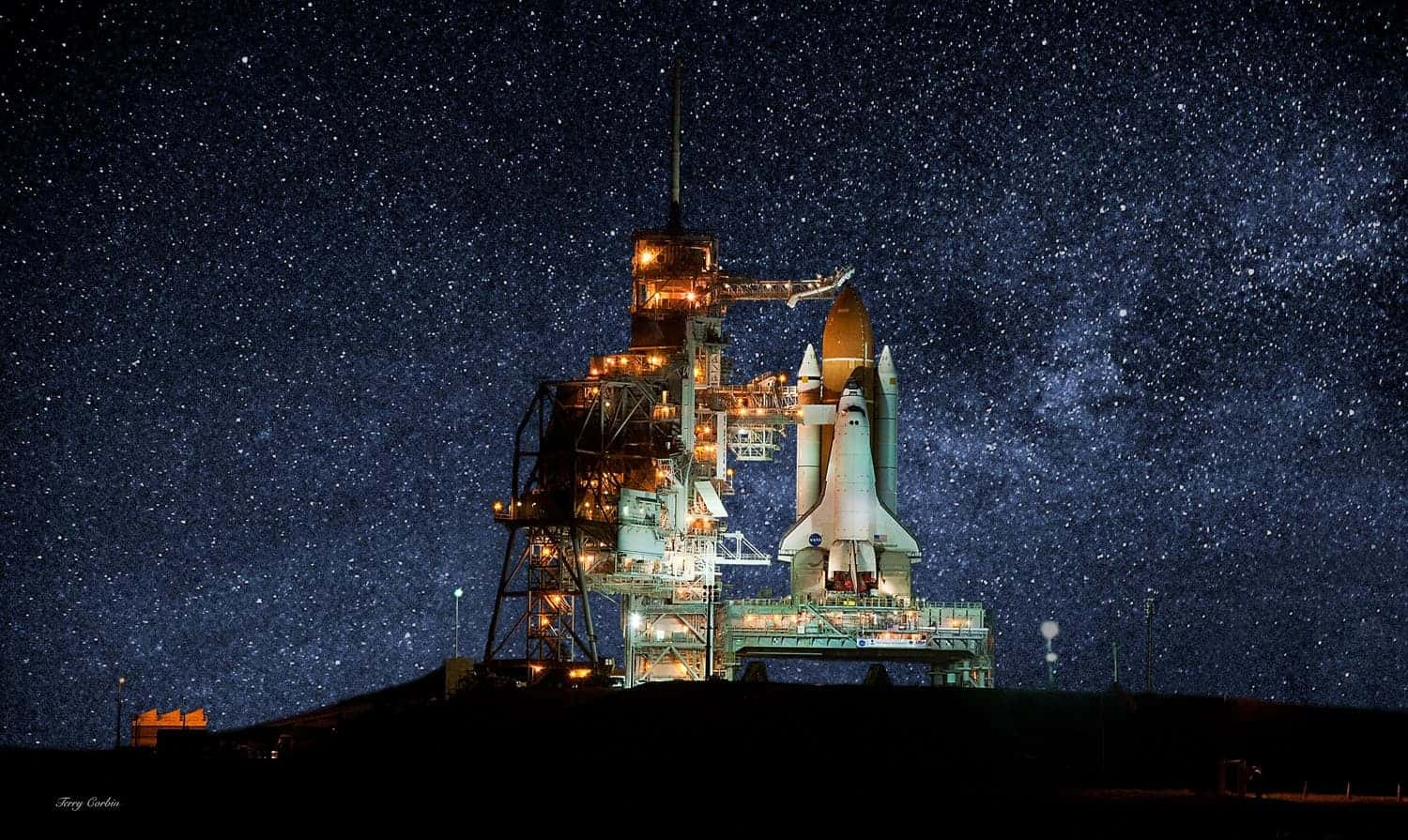 Amazing picture shows Endeavour waiting for its last mission