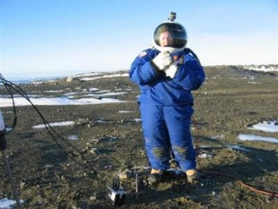 astronaut suit on mars - photo #5