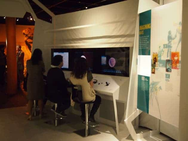 Beyond Planet Earth visitors can play with an interactive consoles, which transports the user into a veritable super Mars explorer which can fly around Mars and zoom in on cavernous craters, massive volcanoes, and vast valleys.