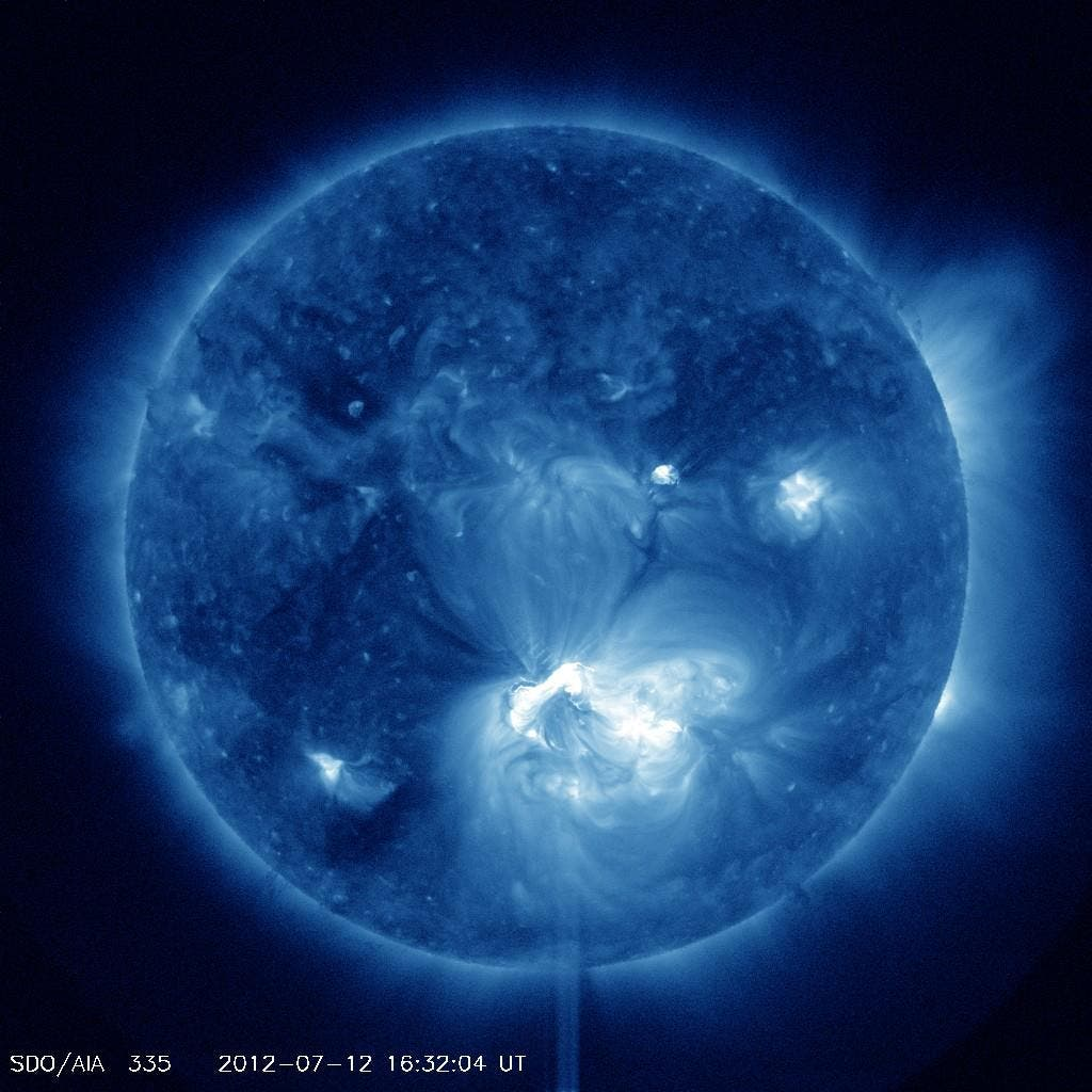 False-color image of the recently erupted, powerful X-class solar flare, whose corronal mass ejection is expected to reach Earth's magnetic field this Saturday morning. (c) NASA