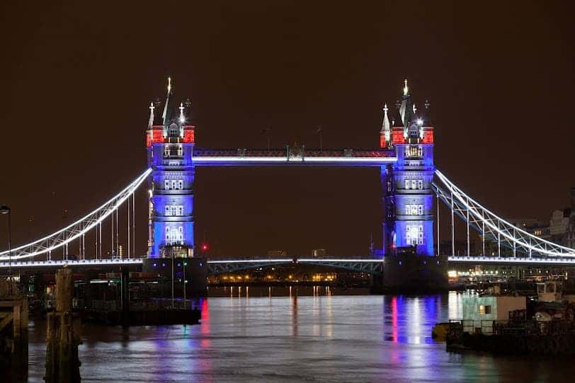 London Bridge & Londonu0027s Tower Bridge LED revamp puts the city in a new light for ...