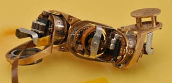 A four-segment milli-motein chain with a one-centimeter module size. (Credit: MIT Center for Bits and Atoms)