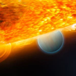 Artist impression of HD 189733 b and its parent star. Photo: ESA, NASA, M. Kornmesser (ESA/Hubble), and STScI