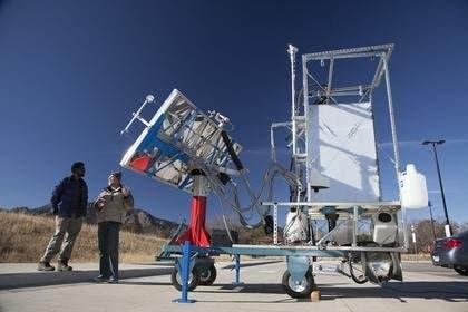 O banheiro de carvão solar solar desenvolvido na Universidade de Boulder, no Colorado.