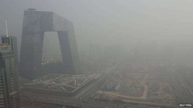 Thick smog engulfs Beijing. Photo: Reuters