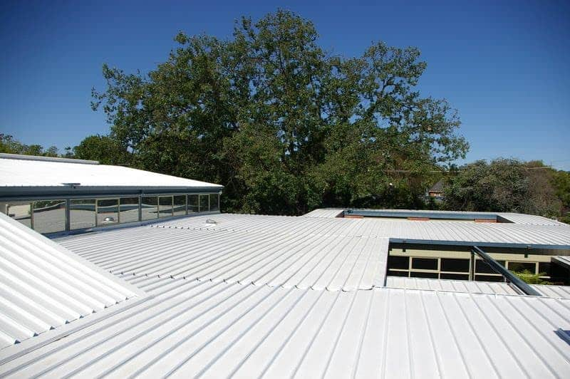 A white roof reflects heat away and keeps your home cool. Image: vtecoliving.blogspot.com
