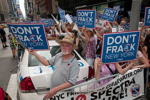 Protesters in New York rallied against fracking. Image: worlding.org