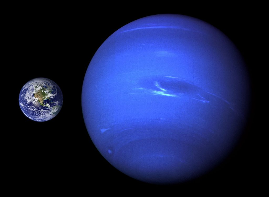 Neptune,_Earth_size_comparison