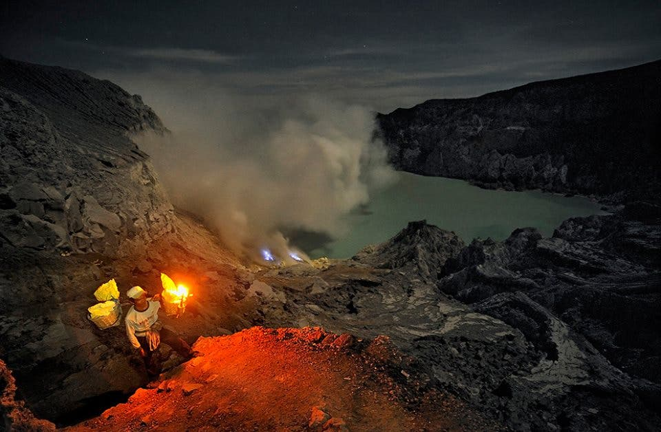 Geopictures Of The Week Volcano Lava Creates Stunning