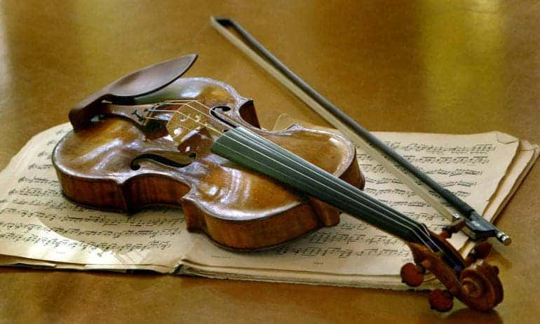 "A Stradivarius ""Ex-Nachez"" made in the year 1716 by famed Italian violin maker Antonio Stradivari is pictured at Sotheby's in Hamburg Oct. 21, 2003.  These instruments can cost millions of euros. Reuters"