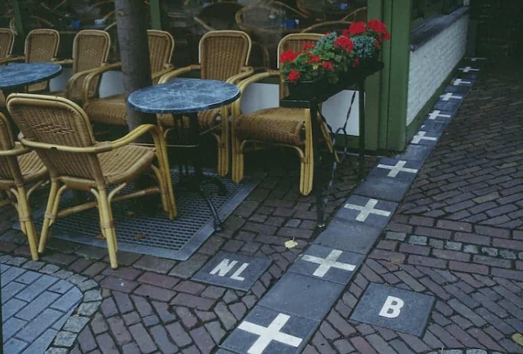 Baarle-Nassau_frontière_café