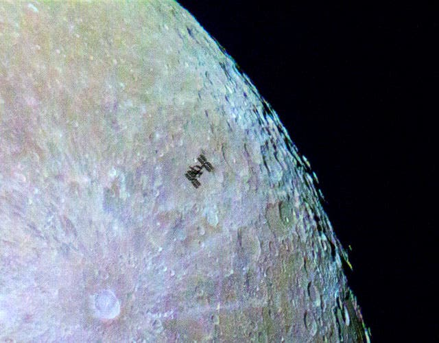 A crop of the photo showing the ISS flying past the moon in greater detail. Credit: Dylan O'Donnell