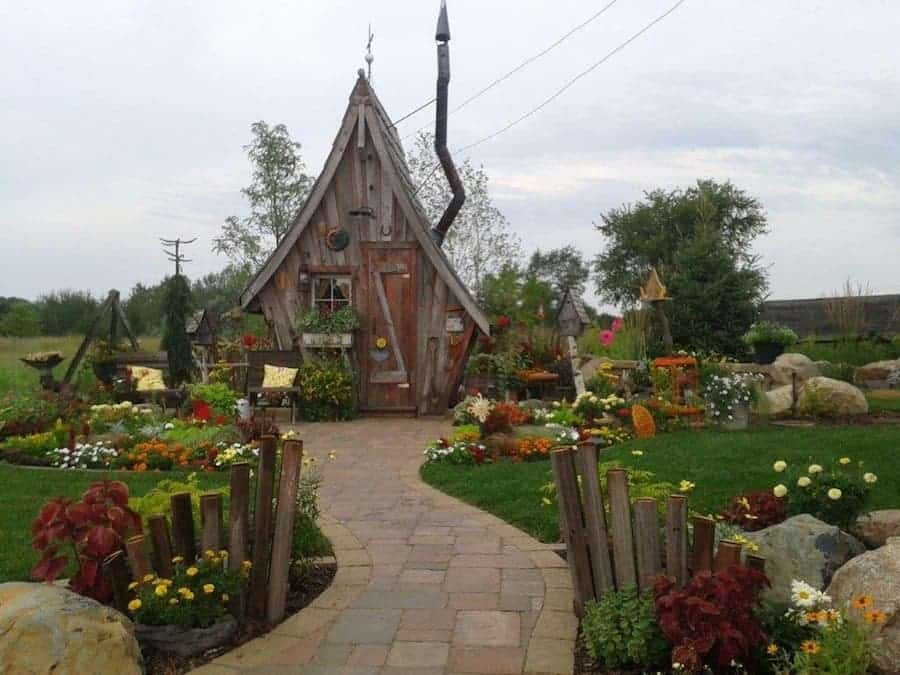 Tiny Cabins From Reclaimed Wood Look Like Fairytale Houses