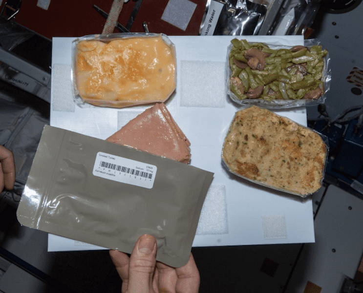 what do astronauts eat in space for breakfast lunch and dinner - photo #15
