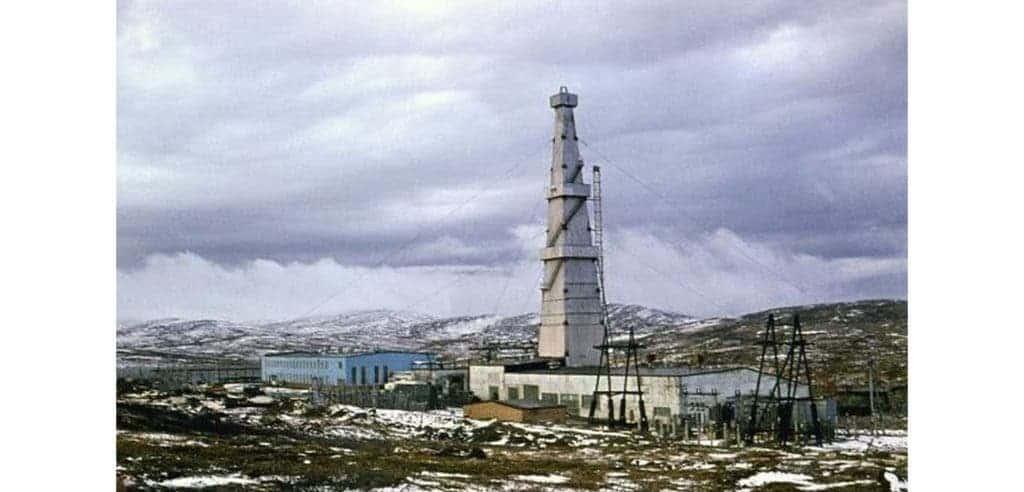 Kola well's derrick: world's deepest well, around 1980 (Credit: Wikipedia)