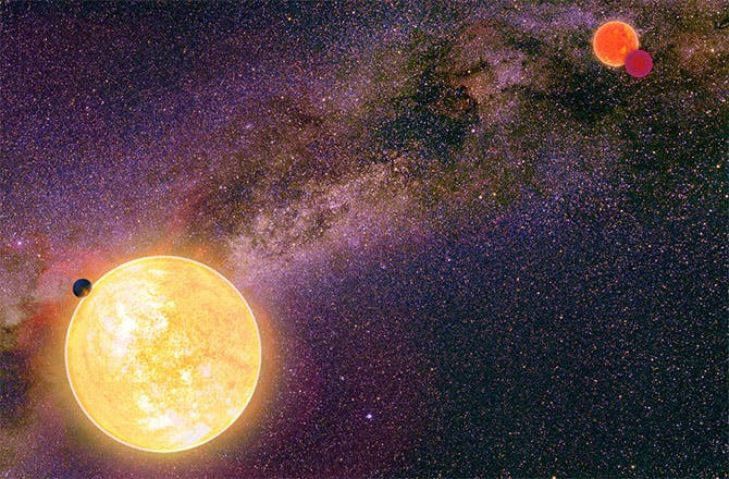 Artist impression of the hot gas giant in a stable orbit around its parent star. A binary star pair sits in the right background. Image: UH INSTITUTE FOR ASTRONOMY