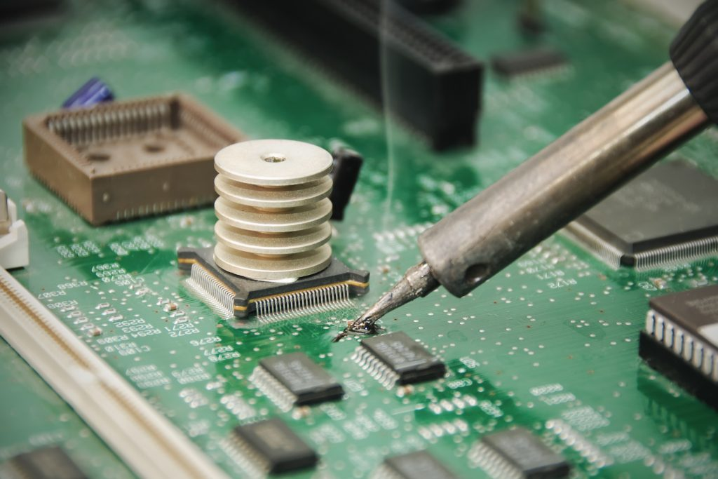 Hot soldering can damage sensitive components on a circuit board. Image: Wikimedia Commons