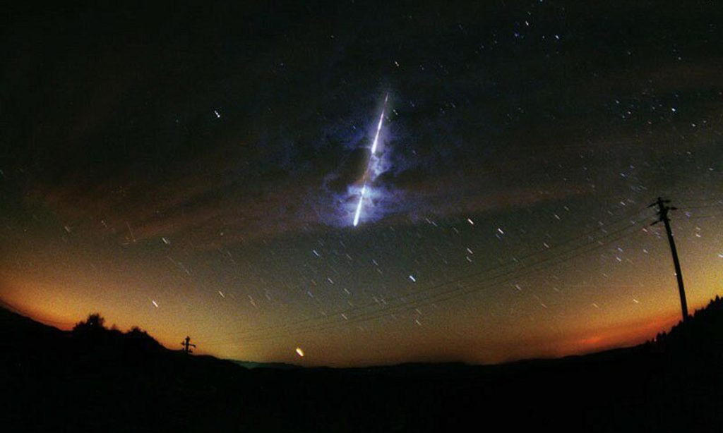 A Nasa image showing a meteor streaking across the sky in the United States. Image credits NASA / EPA.