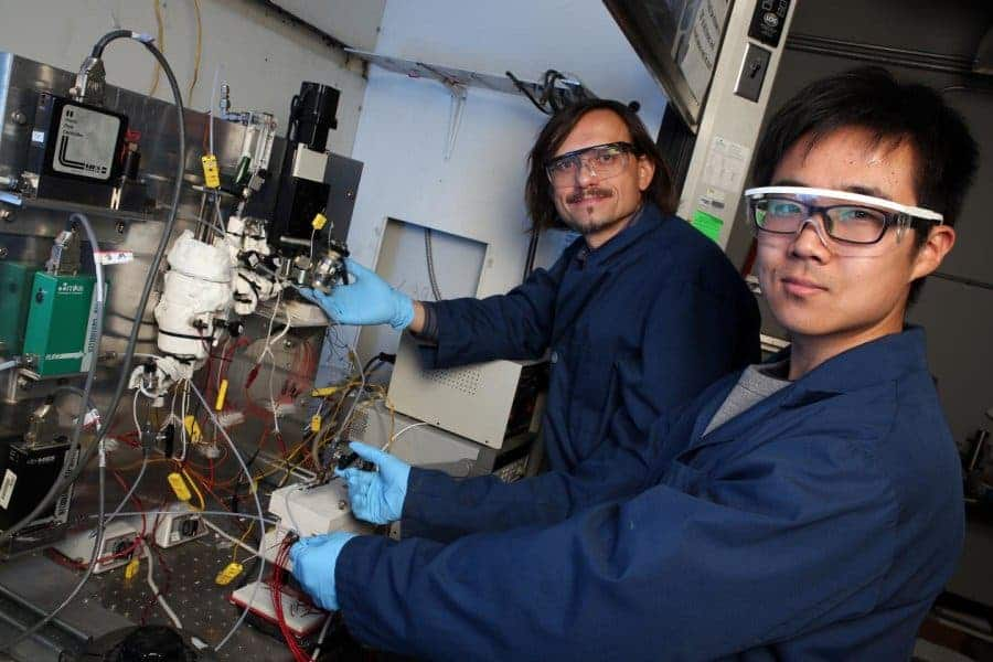 Georgia Tech professor Andrei Fedorov (left) and undergraduate research assistant Yuzhe Peng with their lab-scale four-stroke hydrogen reactor. Credit: Candler Hobbs, Georgia Tech