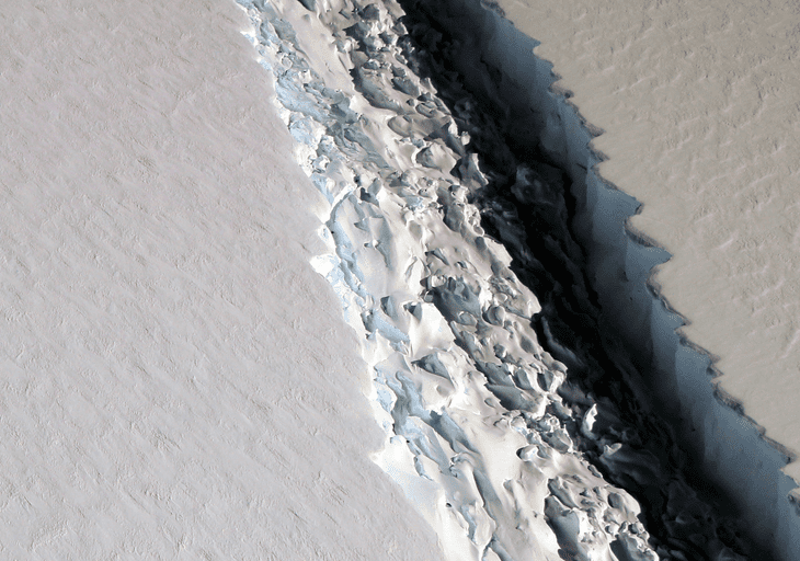 Aerial photo released by NASA on Nov. 10 shows a huge rift in the Larsen C ice shelf. Credit: NASA.