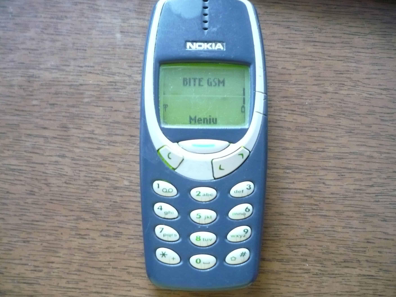 nokia brick phone. image credits: rtz. nokia brick phone