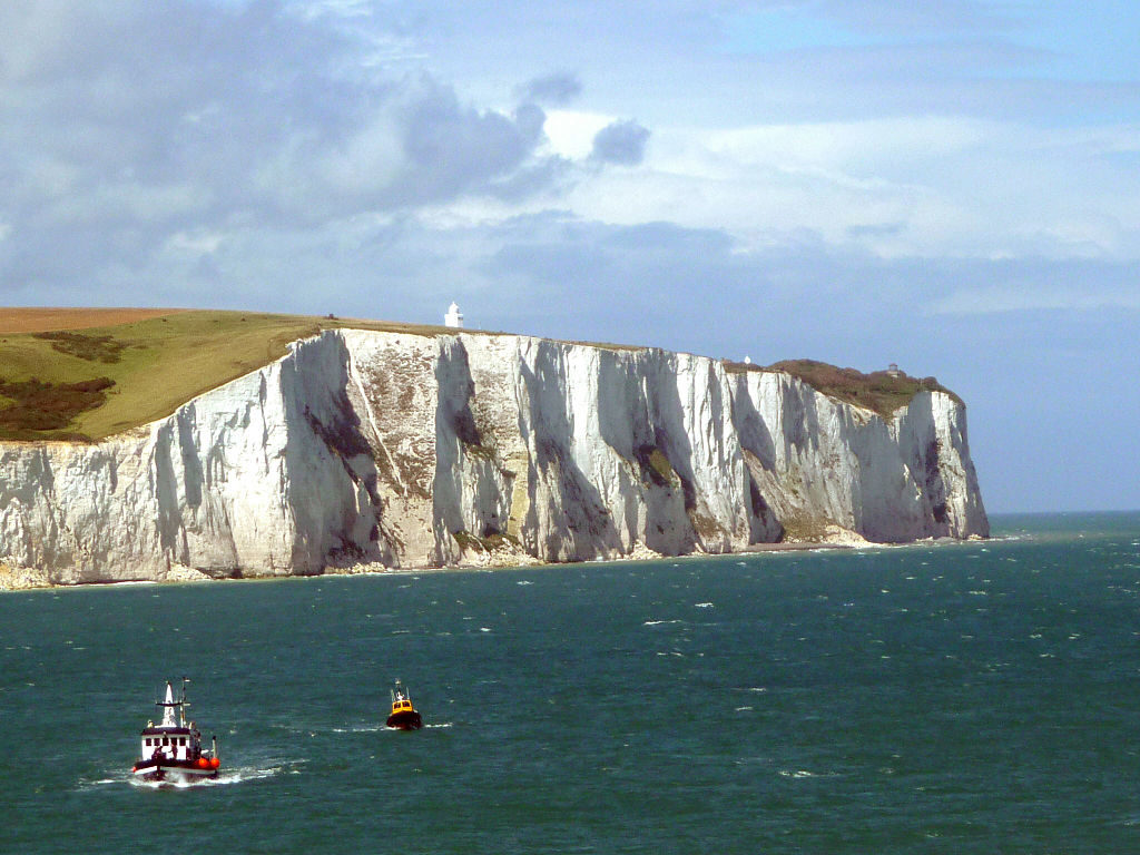 The White Cliffs of Dover. It's here that a land bridge connected Britain with Europe at Calais at the other side. Credit: Wikimedia Commons.