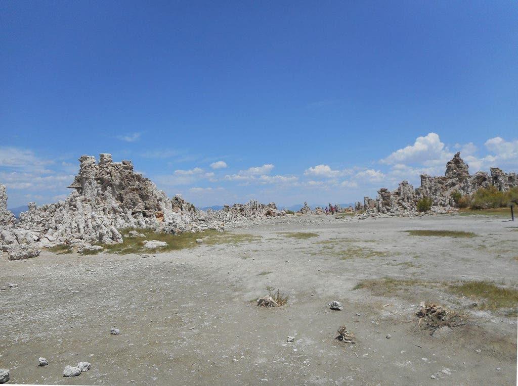 Mono Lake California August 2014. Credit: Wikimedia Commons.