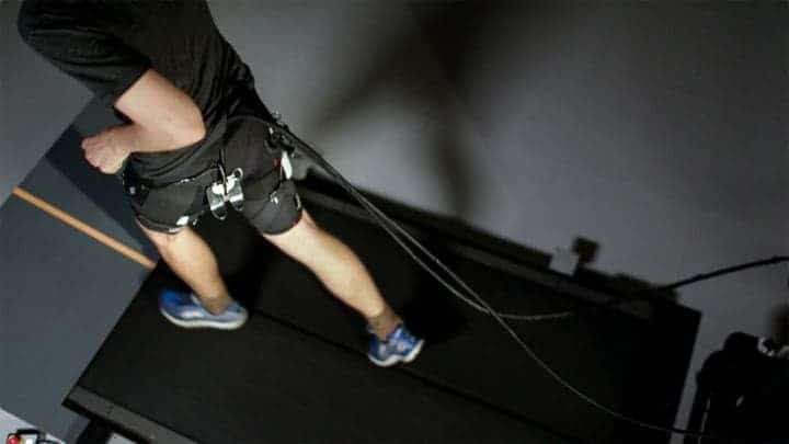 A system of actuation wires attached to the back of the exosuit provides assistive force to the hip joint during running. Credit: The Wyss Institute at Harvard University