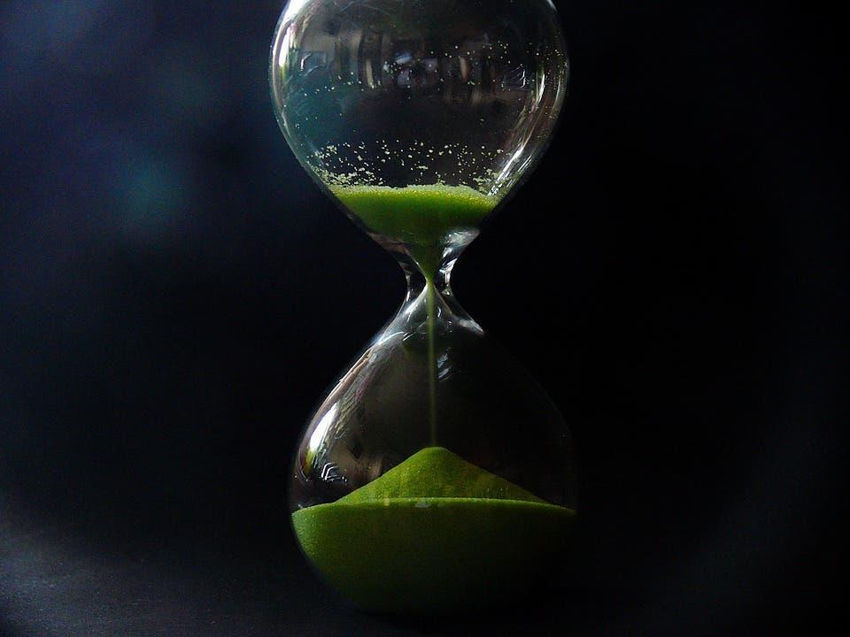 https://cdn.pixabay.com/photo/2017/01/18/15/07/temporal-distance-1990035_960_720.jpg