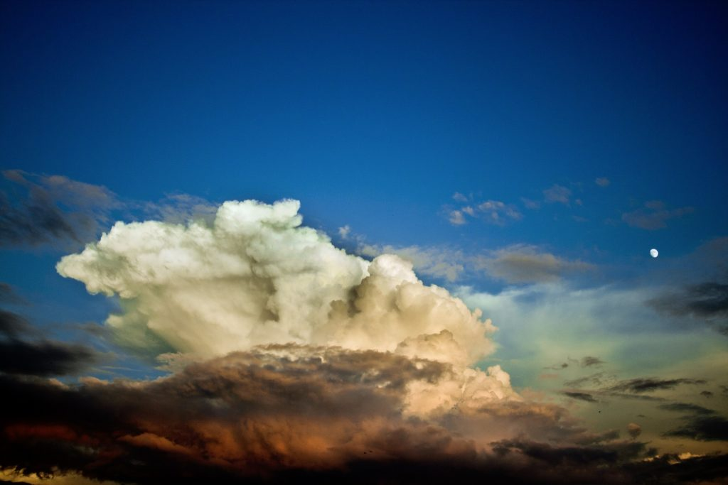The cloud that produces showers and thunderstorms. Credit: Pixabay.