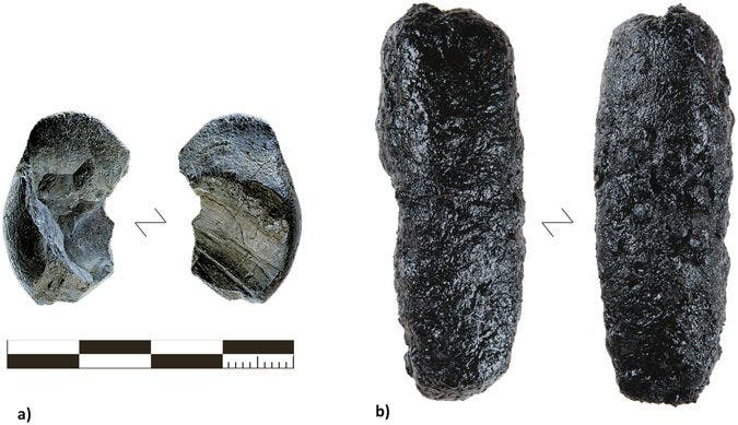 (A) The larger of the two tar lumps found at Königsaue compared with (B) the maximum yield of tar produced with the raised structure method (RS 7). Credit: Scientific Reports.