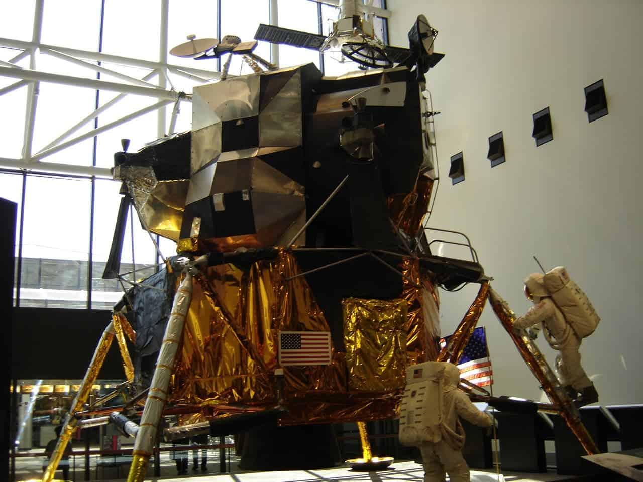 lunar module in space - photo #15