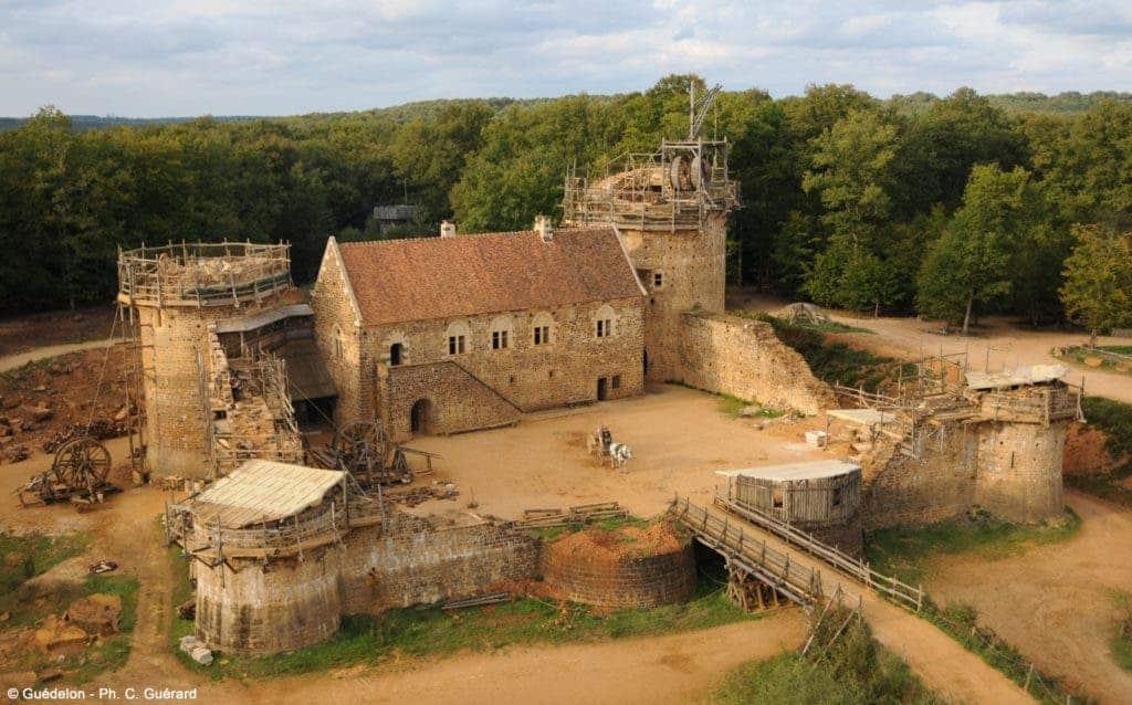 Guédelon castle birdseye.