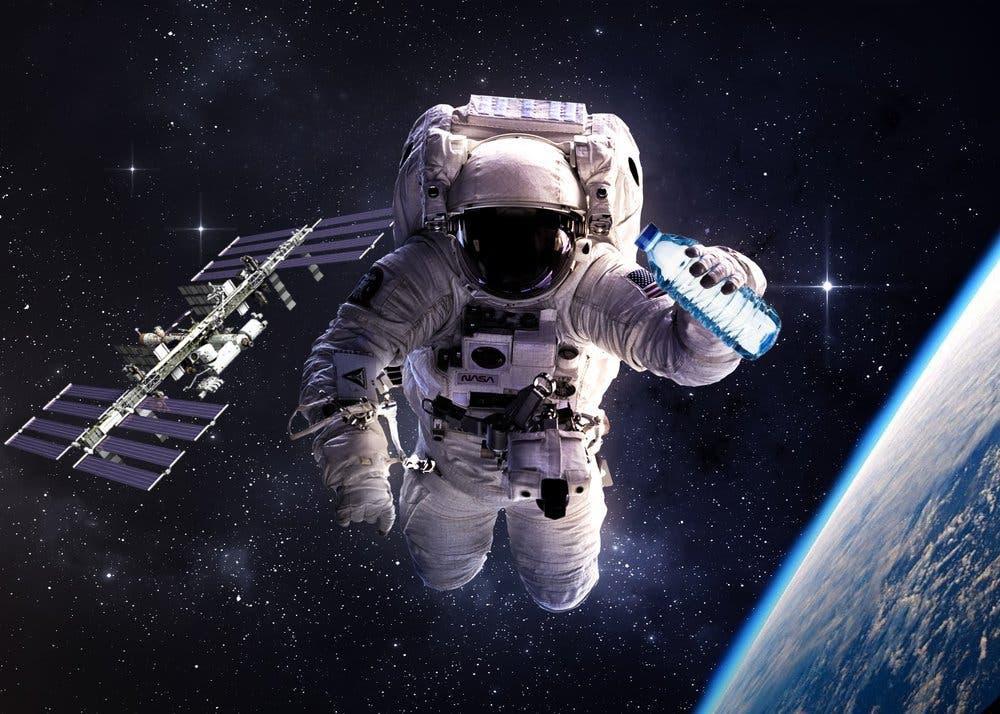 astronaut reaching space - photo #16
