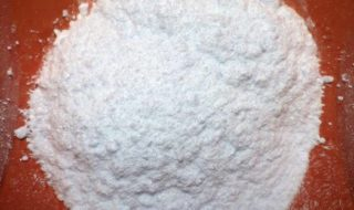 Powdered borax. Credit: Wikimedia Commons.
