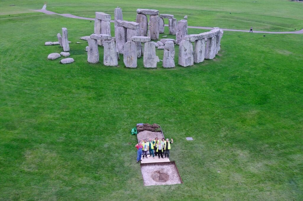 Researchers analyzed the cremated remains of Neolithic people buried in pits at Stonehenge. Credit: Adam Stanford.