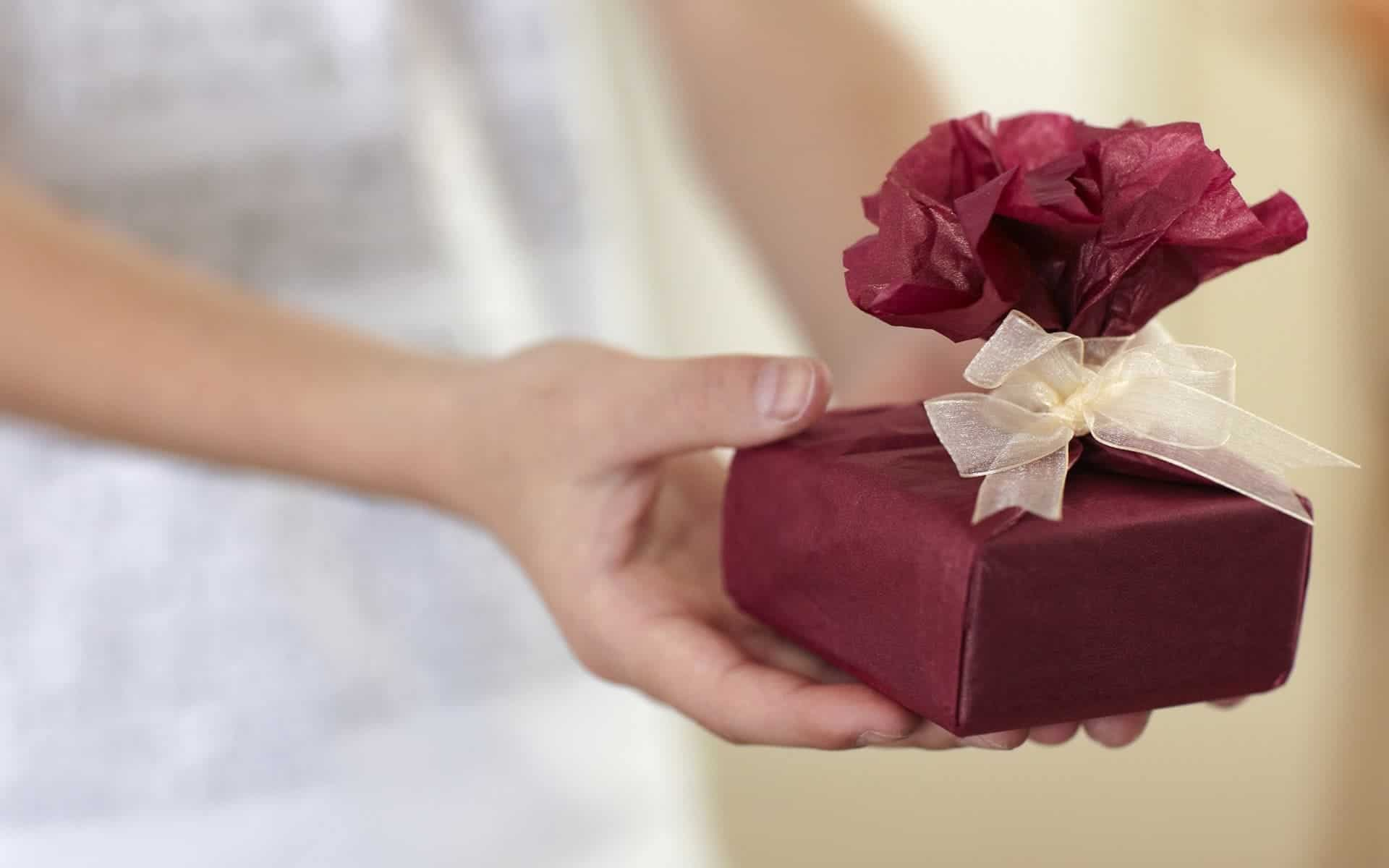 Even small gifts can convince customers to buy, new study reveals