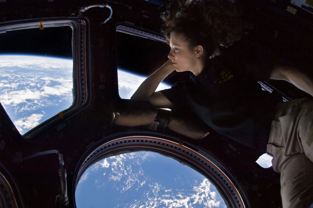 Tracy Caldwell Dyson in ISS Cupola.