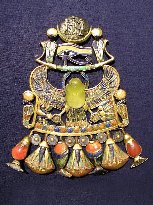 Breastplate found in King Tutankhamun's tomb. The scarab is made out of Libyan desert glass. Credit: Wikimedia Commons.