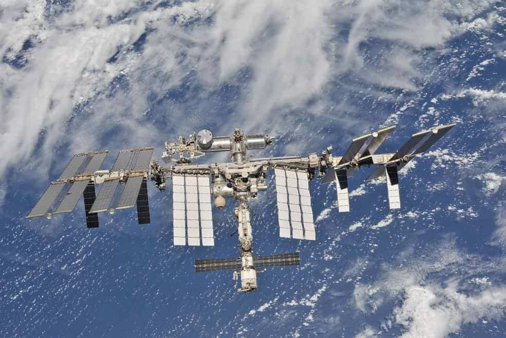 A broken toilet and faulty oxygen supply ruined the night on the International Space Station - ZME Science