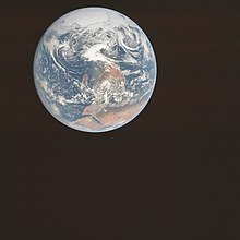 The original uncropped AS17–148–22727 from which 'the Blue Marble' is taken. (NASA/Apollo 17 crew)