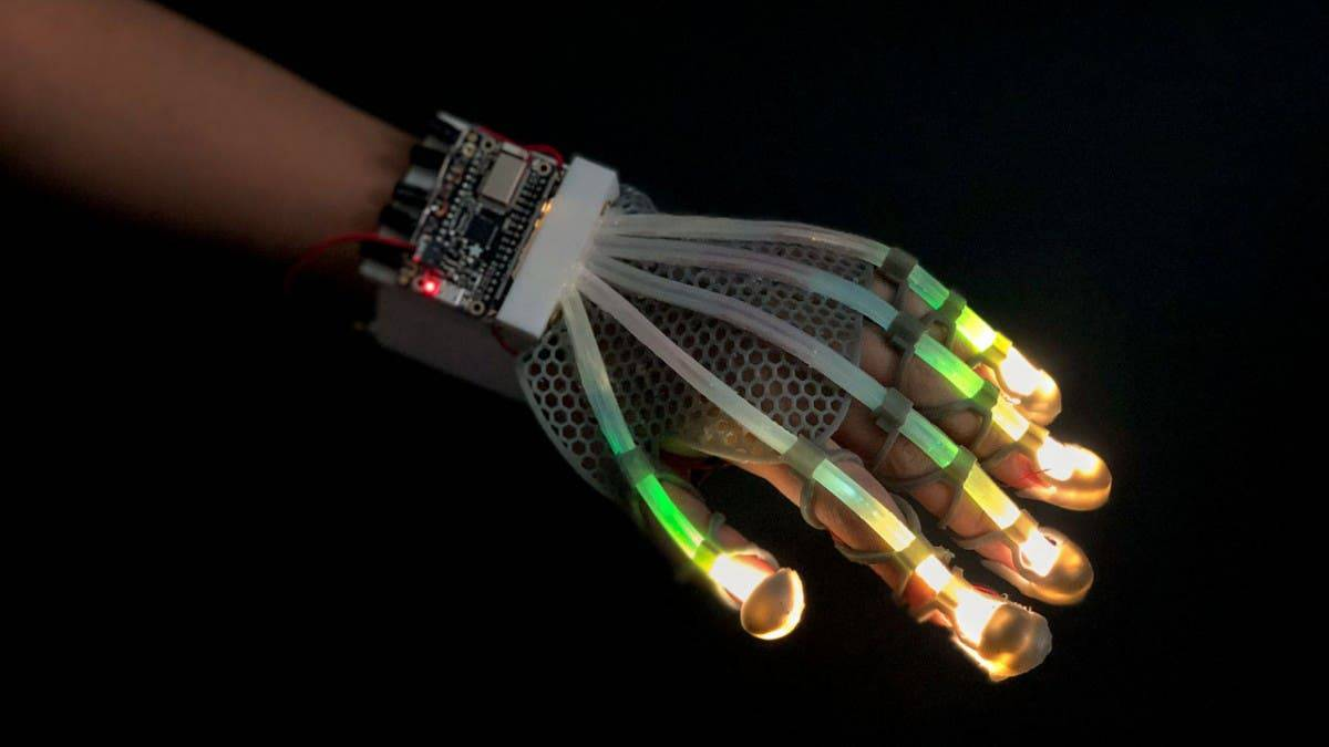 These stretchable gloves could let you touch stuff in VR